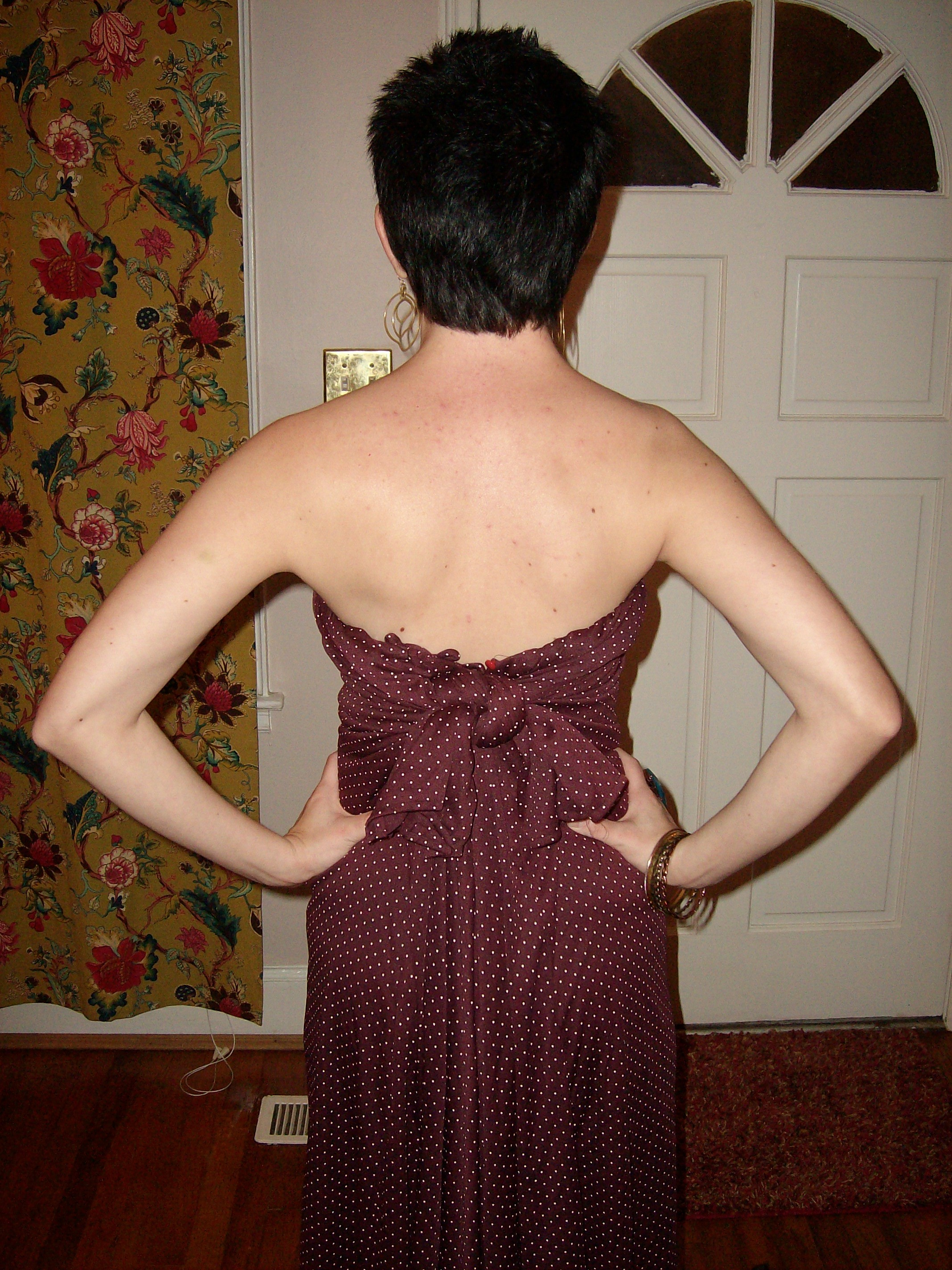 An Easy No-Sew Oversized Dress to Strapless Dress 4