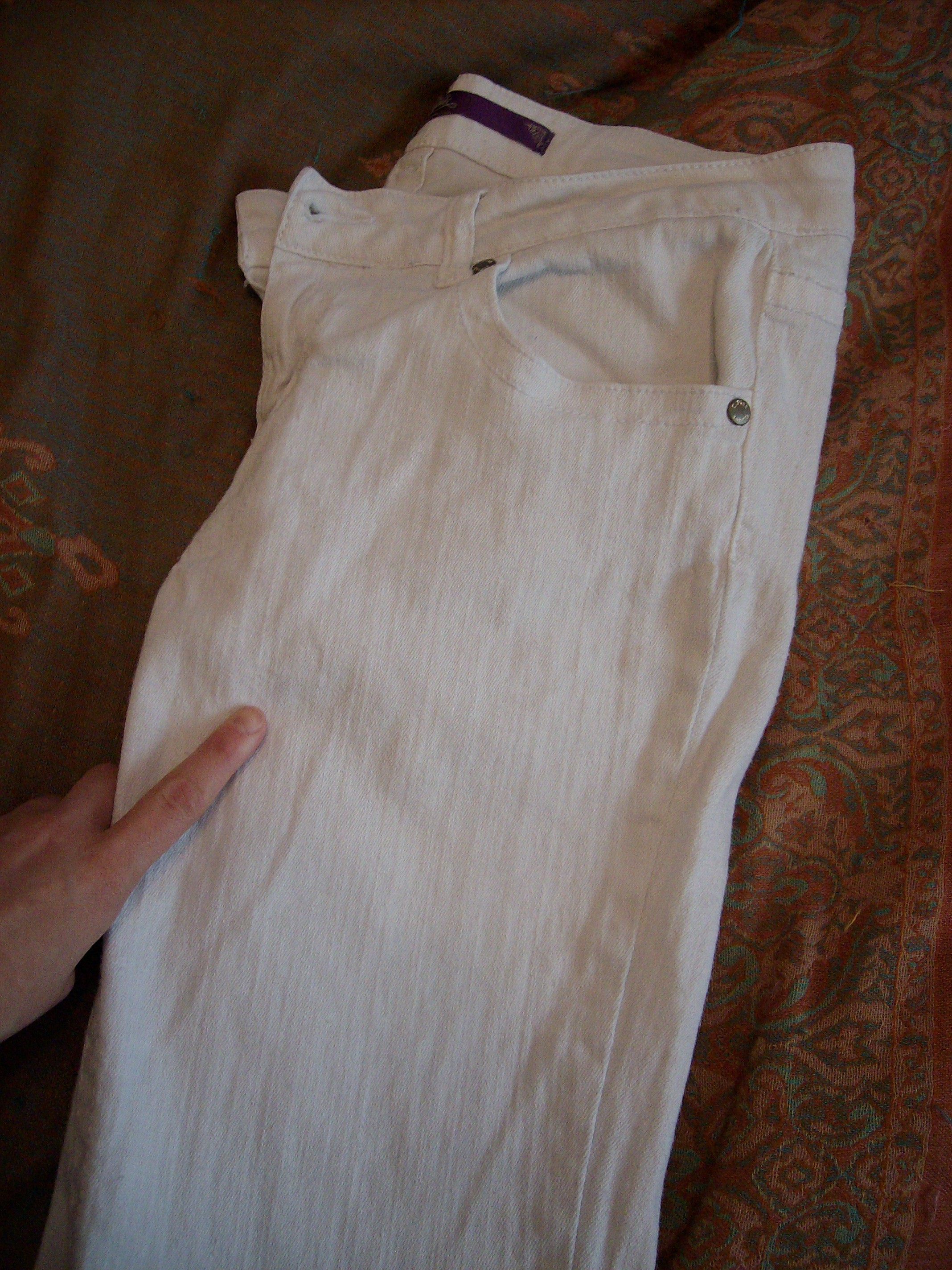 Day 18: Wine not? How to Dye White Jeans 2