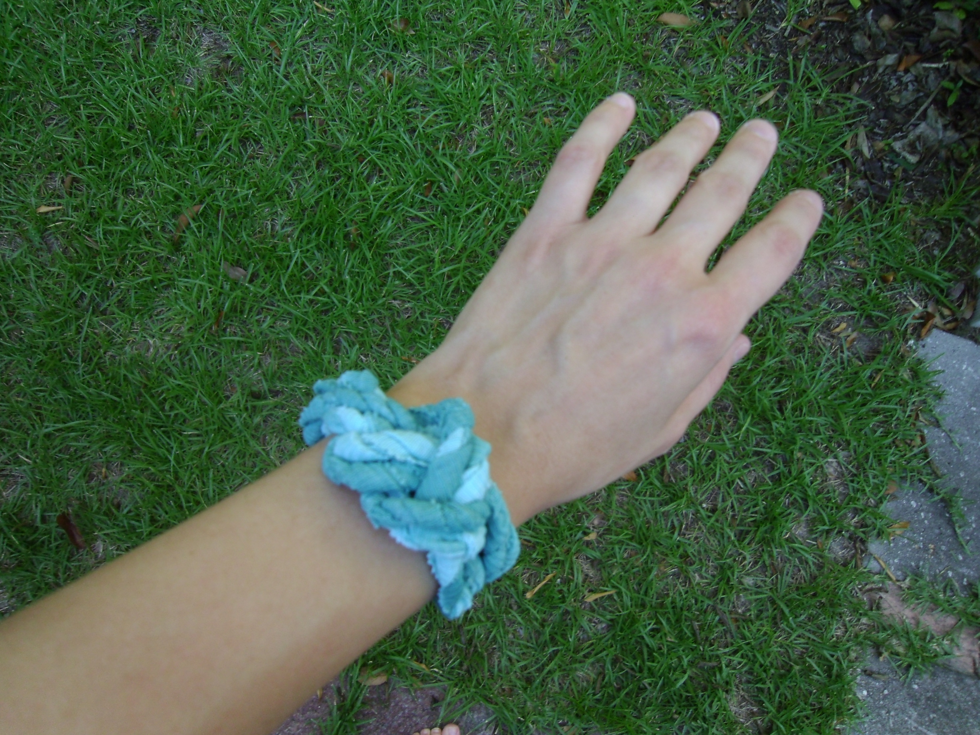 Day 41: A Bleach Pen Fail/DIY T-Shirt Bracelets 9