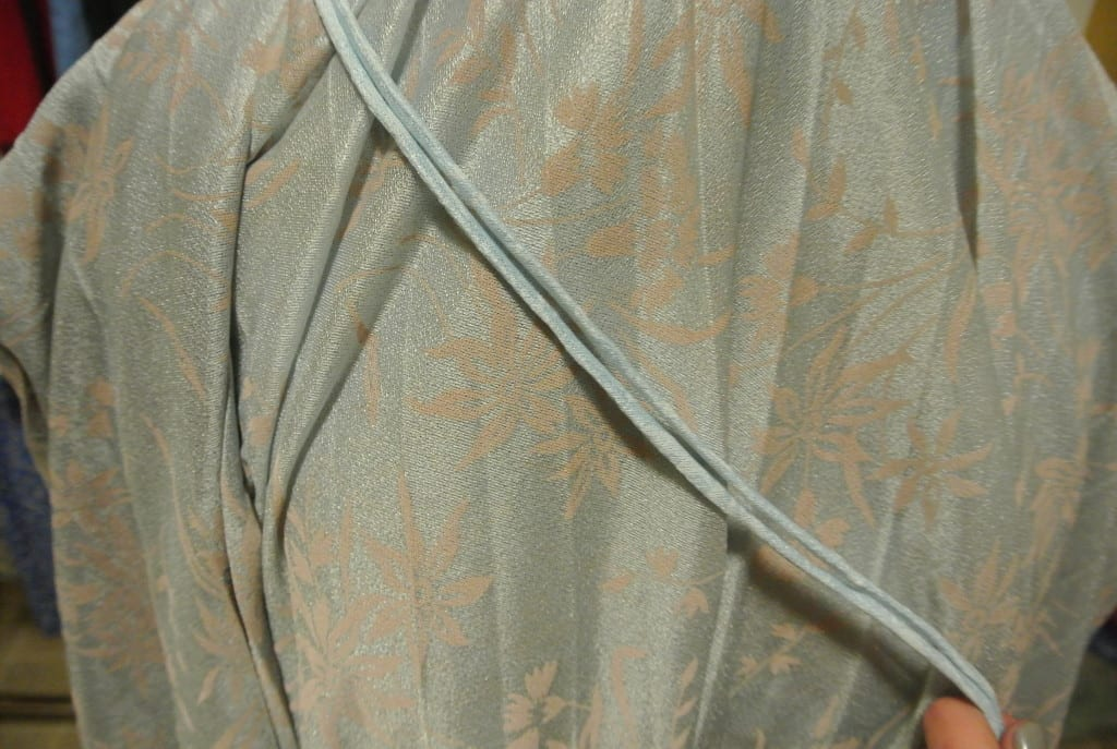 comparison of dyed fabric and undyed fabric