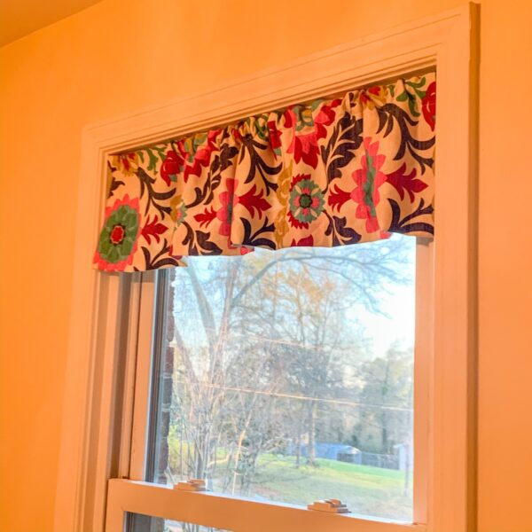 refashionista fabric scrap valance