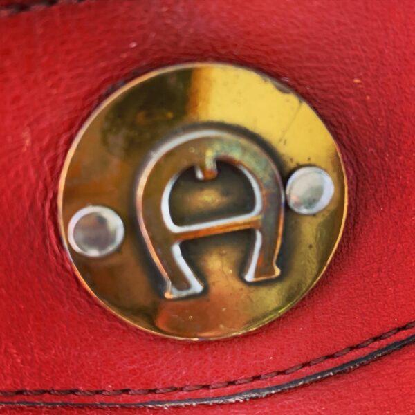 closeup of aigner mark