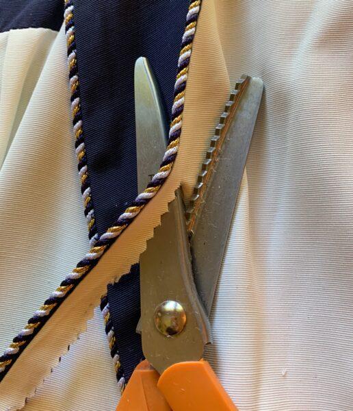 cutting off lapel braiding