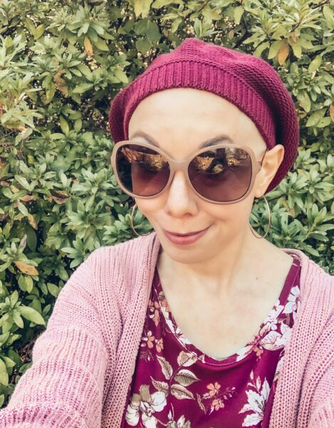 refashionista in slouchy hat and sunglasses